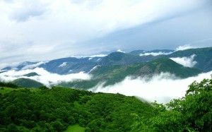 800px-The_misty_mountains1.jpg
